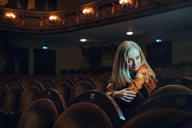宝塚歌劇HPの劇場観劇マナー案内「マナーをまもって、楽しいひと時を。お客様へのおねがい」がわかりやすくて素晴らしい