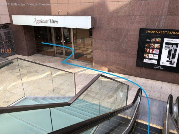 シアター・ドラマシティへはちゃやまちアプローズタウンの地下1階入口から進んでゆく