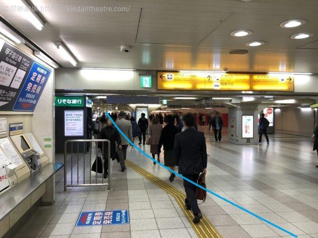 阪神電車梅田駅地下西改札付近、地下鉄西梅田駅、ハービス前付近地下通路を抜ける