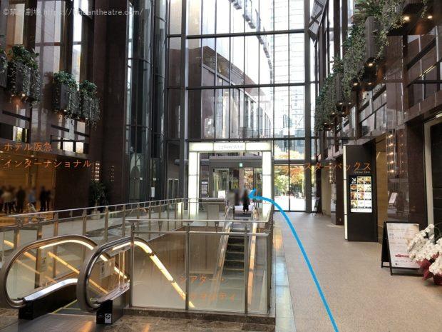 アプローズタワーガレリア内、ホテル阪急インターナショナル、スターバックス前。梅田芸術劇場メインホールへとすすむ