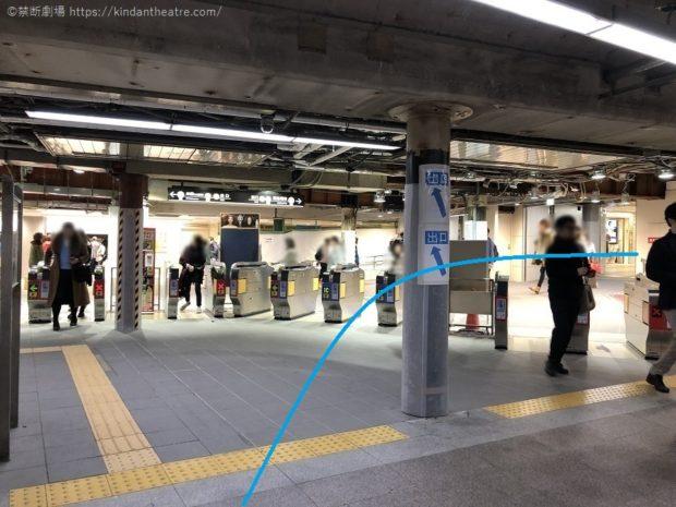 御堂筋線梅田駅北改札口を出たら右手にすすむ