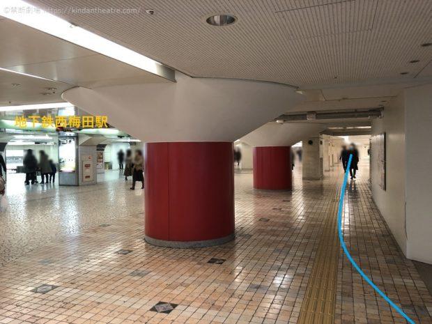 地下鉄西梅田前地下通路をブリーゼタワー方面へ進む