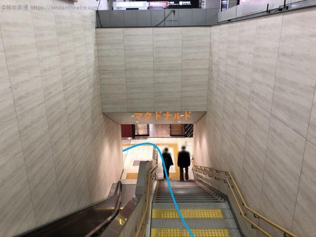 JR大阪駅桜橋口前地下階段を降りてマクドナルドへ