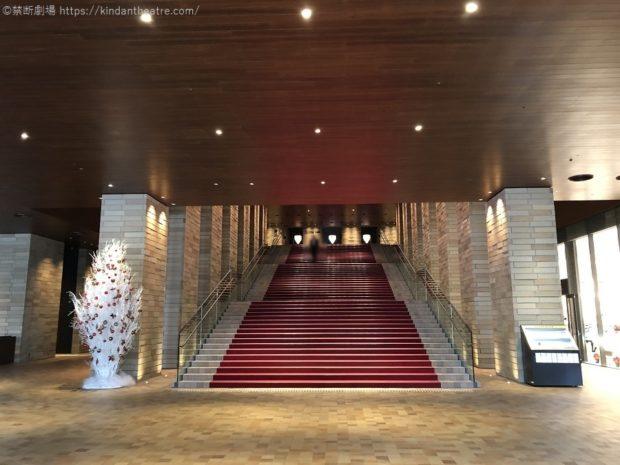 フェスティバルホールエントランス大階段